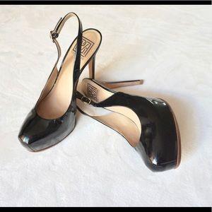 Pour La Victoire black patent leather pump